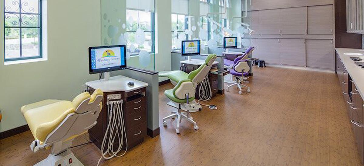 dr-pham-office3